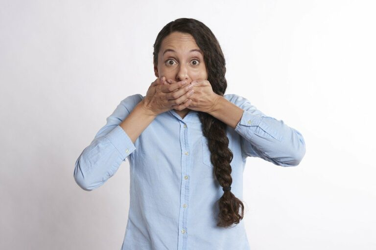 secret, hands over mouth, covered mouth-2681508.jpg